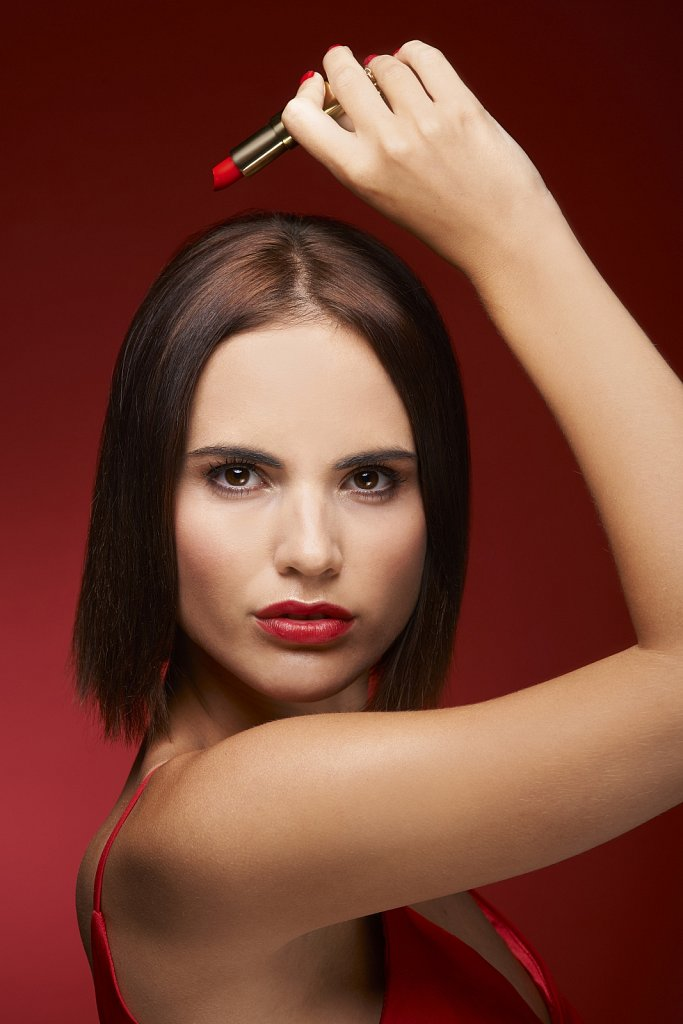 WEB-fml-red-lipstick-holding-shot-01.jpg